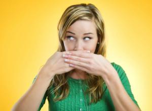 Стоматолог из Воронежа рассказал о красотках с ужасным запахом изо рта