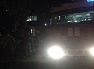 25 спасателей тушили пожар в воронежском девятиэтажном общежитии