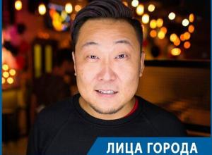 Секретами борьбы с быдлячеством в ночных клубах поделился самый известный фейсконтрольщик Воронежа