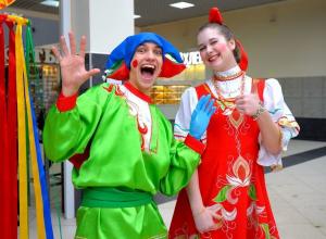 Широко отметили Масленицу на Центральном рынке Воронежа