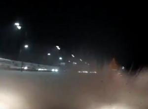 На видео попало, как ВАЗ выбил иномарку в кювет в Воронеже