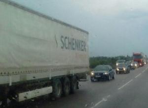 Автомобилисты встали в десятикилометровую пробку на М-4 по пути на Юг