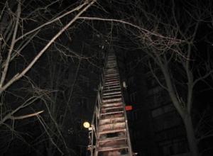 На ночном пожаре в самом центре Воронежа эвакуировали 10 человек