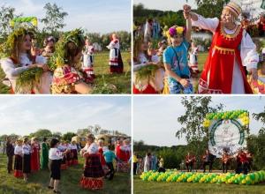 Зажигательные пляски, полевая кухня и древние славянские обряды. Как воронежцы гуляли на фестивале «Иван Купала»