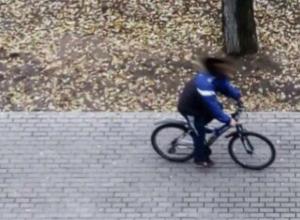 Онанирующий велосипедист преследует воронежских школьниц, – очевидцы
