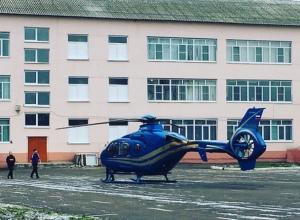 Воронежцы гадают о владельце внезапно приземлившегося у школы вертолета