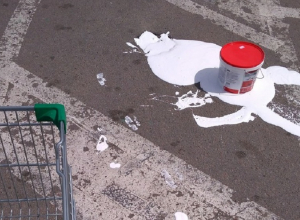 Жительнице Воронежа вернули разбившейся из-за ямы на дороге товар