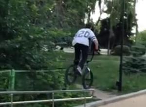 Грандиозные выкрутасы на велосипеде сняли на видео в Воронеже