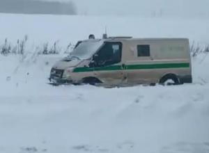Под Воронежем на видео попала машина инкассаторов, улетевшая в кювет после ДТП