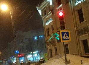 Сумасшедшая метель снесла светофор в Воронеже