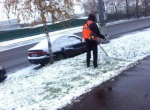В Воронеже высмеяли «робота-газонокосильщика» в снегу