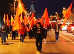 Афорист Аркадий Давидович возглавил шествие коммунистов по центру Воронежа