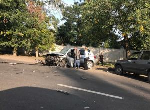 В массовом ДТП на Волгоградской в Воронеже столкнулись три автомобиля