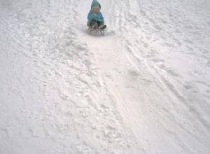 Стали известны подробности трагической гибели 6-летней девочки на ледяной горке в Воронежской области