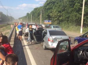 На выезде из Воронежа образовалась огромная километровая пробка
