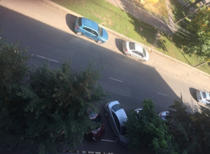 Мэр Воронежа предложил вывести парковки за пределы дворов