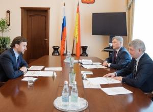 Александр Гусев принял эстафету Гордеева по патронажу свиного бизнеса его зятя
