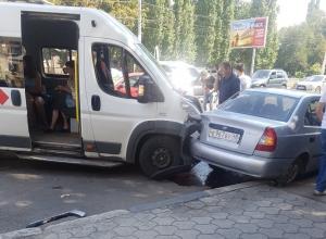Массовое ДТП с участием маршрутки сняли в Воронеже