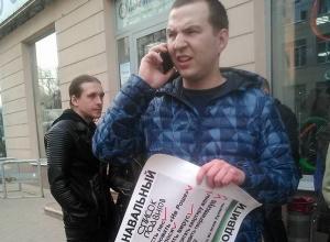Укушенный сторонниками Навального младоединоросс пришёл на открытие воронежского штаба с гранатой
