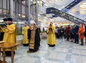 Митрополит Сергий лично освятил новый атриумный зал Центра Галереи Чижова
