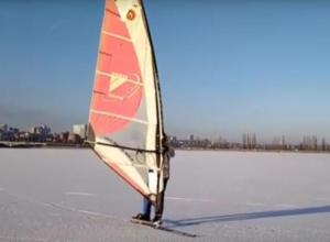 Катание экстремалов на буерах по водохранилищу в Воронеже попало на видео
