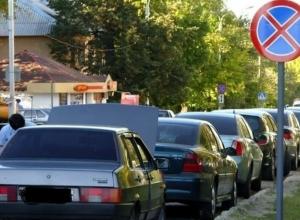 Большинство воронежских водителей «забивают» на знак «Остановка запрещена»