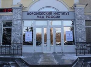 «В результате попадаем пальцем в жопу»: что происходит на планёрках в воронежском институте МВД