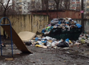 В Воронеже очередной мусорный апокалипсис возник около детской площадки