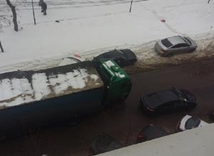 Автомобилистка, бросившая иномарку на середине дороги, парализовала движение в центре Воронежа