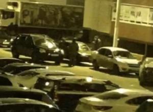 В Воронеже угонщики-гастролеры не смогли вскрыть авто, зато попали на камеры