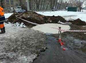 Воронежские коммунальщики второй день не могут устранить аварию на водопроводе