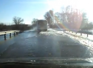 Автомобильный штурм реки Воронеж сняли на видео