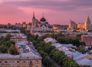Потрясающий малиновый закат в Воронеже очаровал пользователей Сети