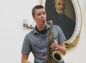 Американский джазмен в Воронеже показал уникальную технику игры на саксофоне