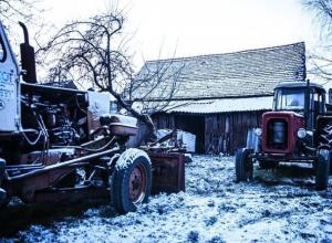 Тракторист на рабочем месте раздавил грузчика в Воронежской области