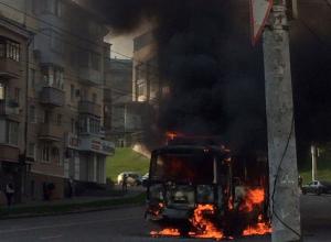 На Степана Разина в Воронеже в страшном пожаре сгорел маршрутный ПАЗик