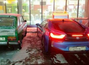 В Воронеже сравнили легендарный ИЖ «Комби» с гибридным спорткаром за 10 млн