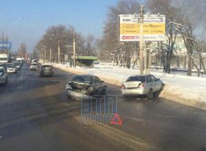 В Воронеже Вогрэсовский мост встал в пробке из-за серьезного ДТП