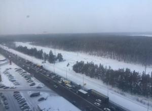 Снегопад спровоцировал в Воронеже огромные пробки