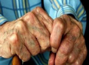 Наркоманы напали на 80-летнего пенсионера у банка в Воронеже