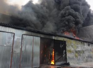 В Воронеже к горящему складу с резиной отправили пожарный поезд