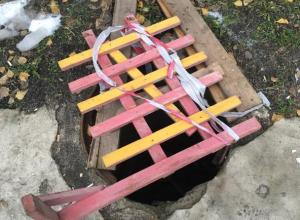 В Воронеже «забытый» канализационный колодец может стать смертельной ловушкой