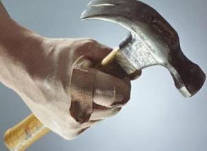 Отвергнутый девушкой неадекват нападал на воронежцев с молотком и черенком