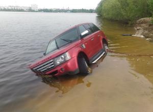 Компания утопила Range Rover в Воронежском водохранилище
