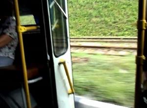 Водитель маршрутки уехал после падения пассажирки на дорогу в Воронеже
