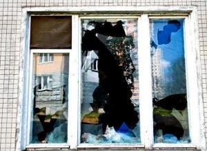 Пьяный воронежец разбил соседу окно из-за придуманной обиды