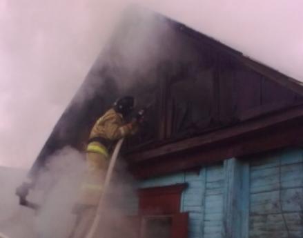 Под Воронежем пламя навсе 100% уничтожило дом