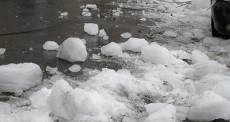 Свидетели: вВоронеже глыба льда упала на12-летнего ребенка