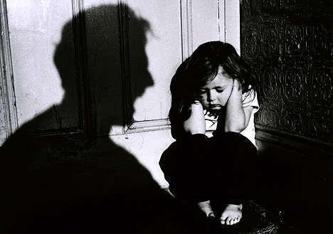 Безработный воронежец на протяжении года избивал и травил голодом своих детей