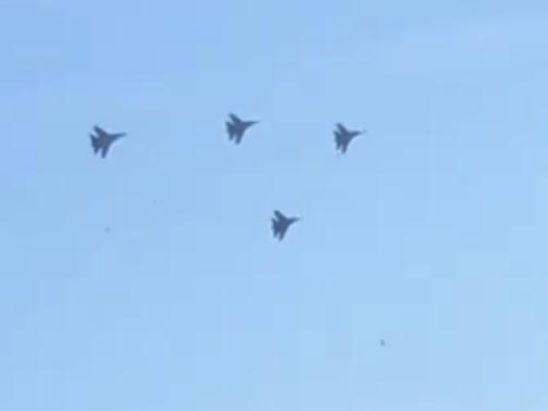 Устрашающий полет группы Су-27 над Воронежем сняли на видео
